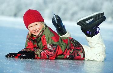 Катание на коньках укрепляет мышцы и связки у детей